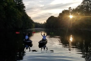 Couple renting Kayaks for a Schuylkill River Tour with Top Water Trips